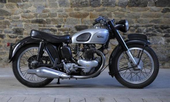 Bonhams-Paris-auction-1957-Norton-500cc-Model-7-Dominator-motorcycle
